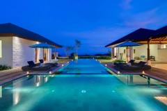 pandawa-cliff-estate-villa-marie-the-pool-lit-up-at-night