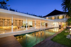 Villa-1880-BatuBelig-Dusk-over-the-pool-1-1000x668