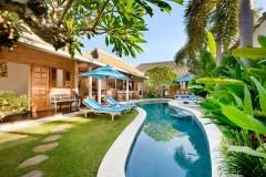 Villa-Amsa-Seminyak-The-villa-pool-and-gardens-1000x668