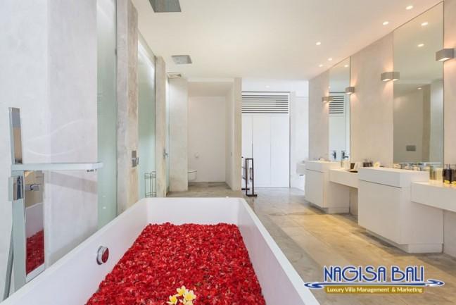Villa-Mikayla-Bathroom1-3526