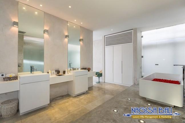 Villa-Mikayla-Bathroom1-3534