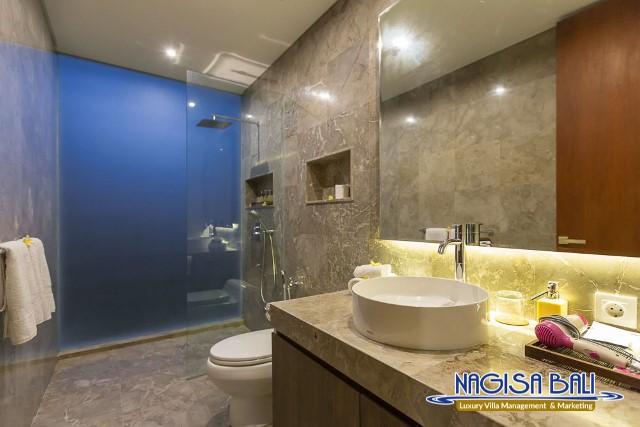 Villa-Roemah-Natamar-Bathroom1-0422low-Res-w-logo