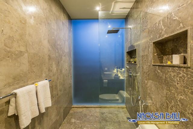 Villa-Roemah-Natamar-Bathroom1-0424low-Res-w-logo
