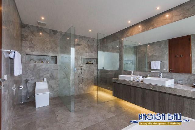 Villa-Roemah-Natamar-Bathroom2-0301low-Res-w-logo