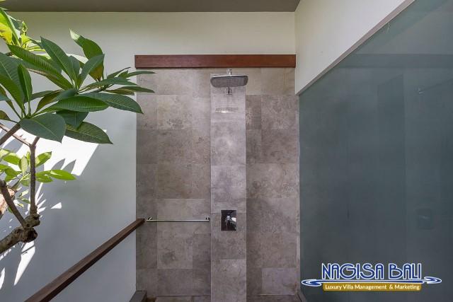 Villa-Roemah-Natamar-Bathroom2-0309low-Res-w-logo