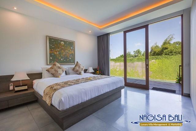 Villa-Roemah-Natamar-Bedroom1-0217Mergelow-Res-w-logo
