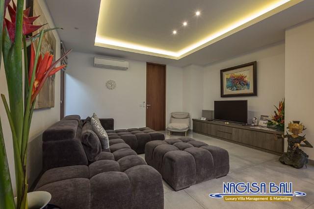 Villa-Roemah-Natamar-lounge-Area-0374low-Res-w-logo (1)